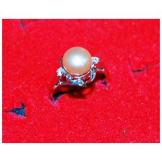 Single Light Pink Pearl Ring
